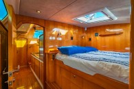 perry-43-int-cabin